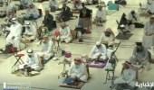 شاهد..لقطات من إفطار المعتمرين والمصلين مع أذان المغرب في الحرم المكي