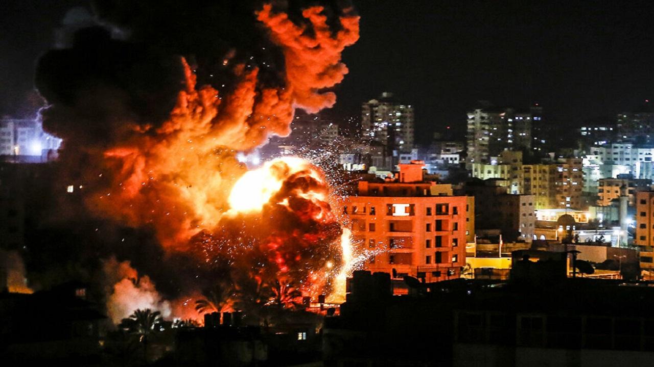 طيران الاحتلال يستهدف عدد من المواقع في قطاع غزة