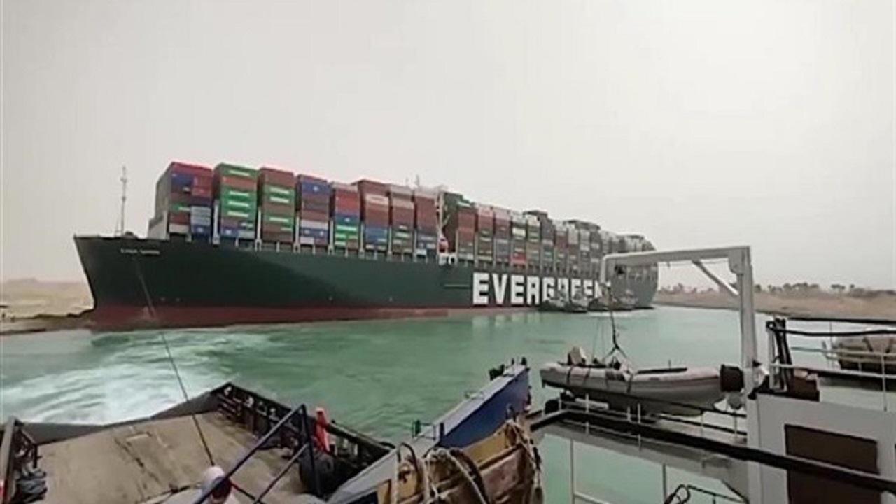 """مصر تتحفظ على سفينة حادثة قناة السويس بسبب المماطلة في """"التعويضات"""""""