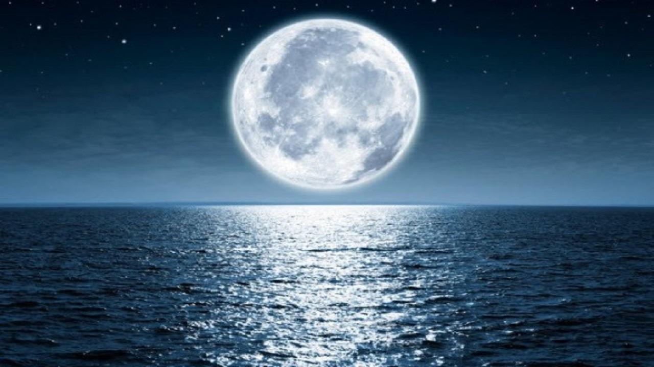 ظهور القمر العملاق في سماء المملكة بعد غروب شمس يوم 27 أبريل