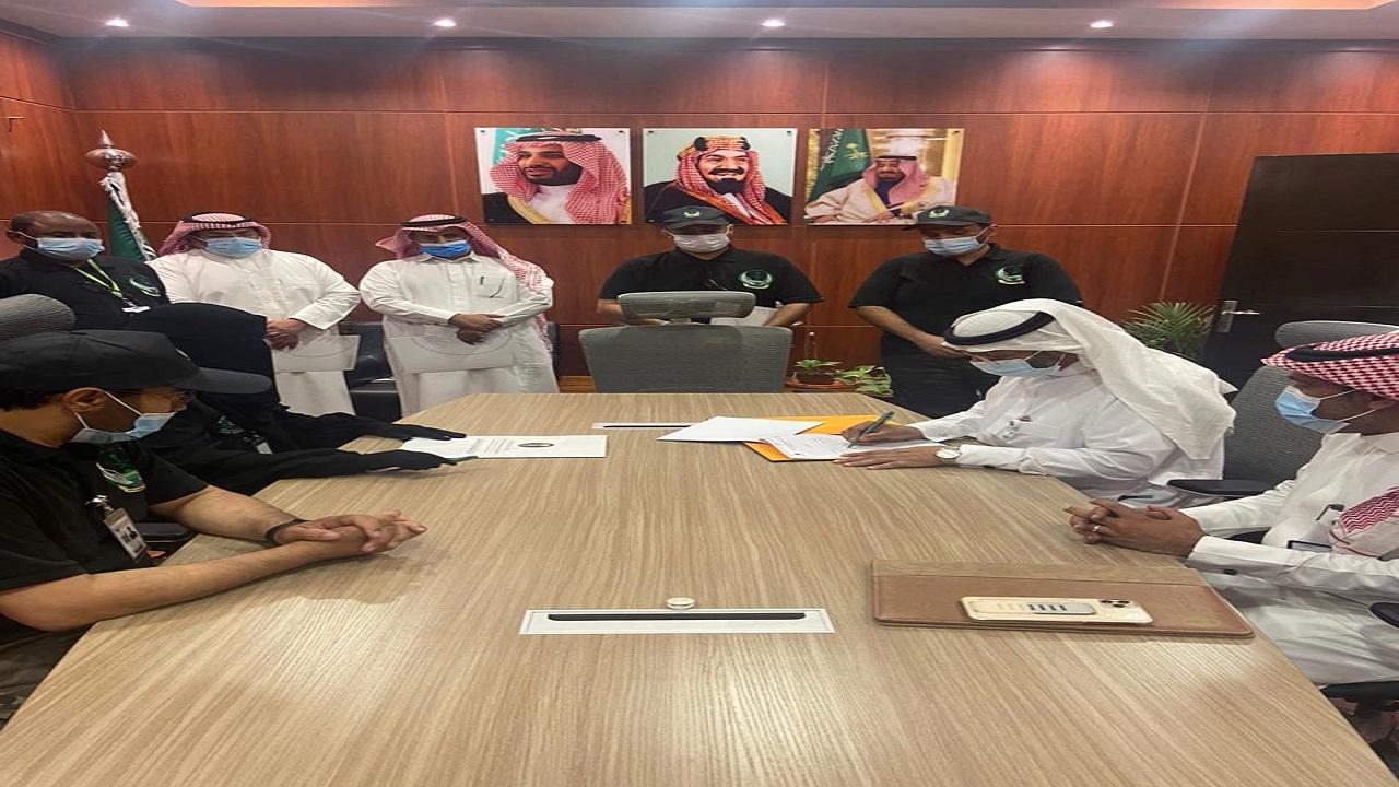 الويمني يناقش استعدادات الصيف مع ادارتي البيئة والمنتزهات ويوقع اتفاقية تعاون مع السلام السعودي