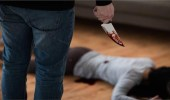 رجل يطعن زوجته داخل المحكمة بسبب دعوى نفقة!