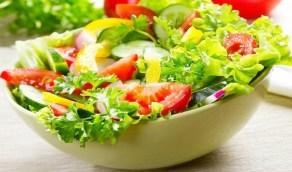 تأثير السلطة الخضراء على الجسم قبل الإفطار