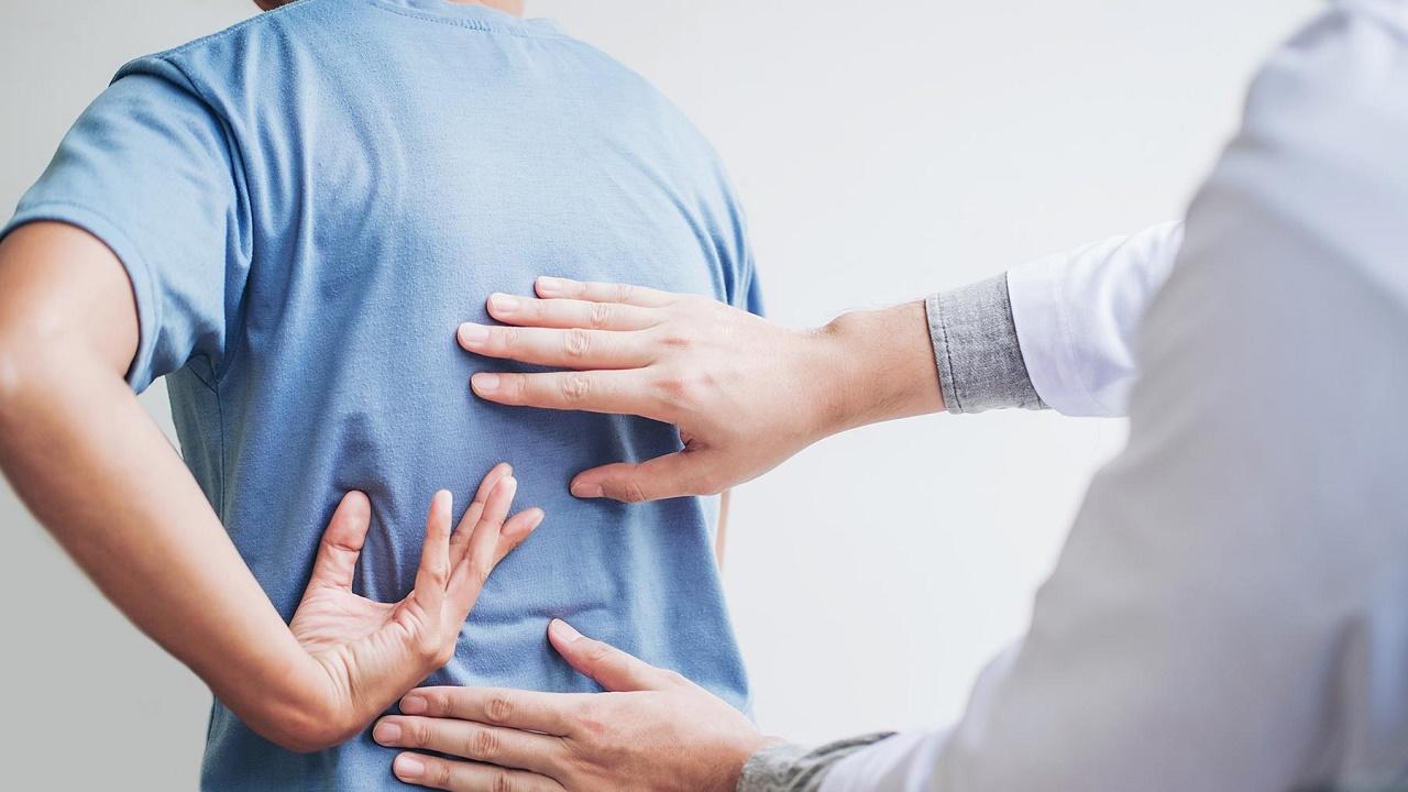 خالد النمر: حمل الأشياء الثقيلة فجأة يؤدي إلى الإصابة بجلطات القلب