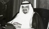 فيديو نادر للملك فهد يؤدي صلاة الميت على الملك خالد