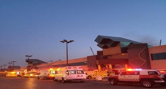 10 أصيبوا بالاختناق.. تفاصيل نشوب حريق بمول تجاري في الرياض