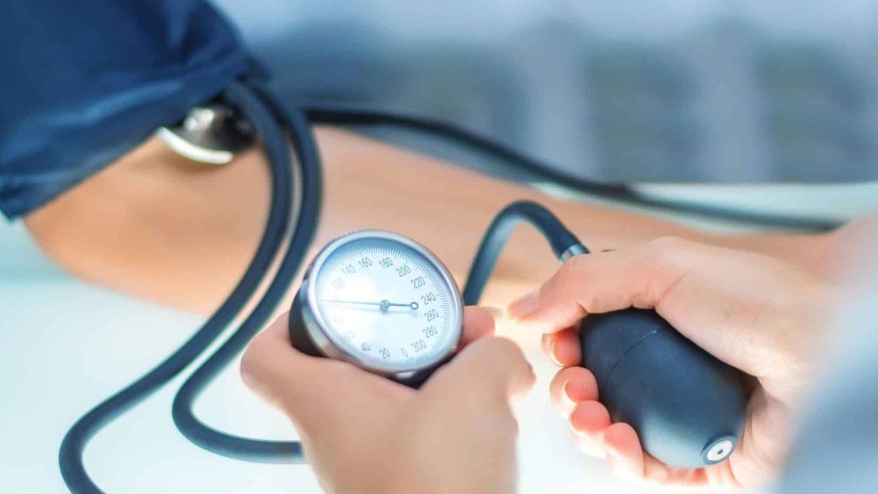 النمر يوضح تأثير الصيام على مرضى ضغط الدم