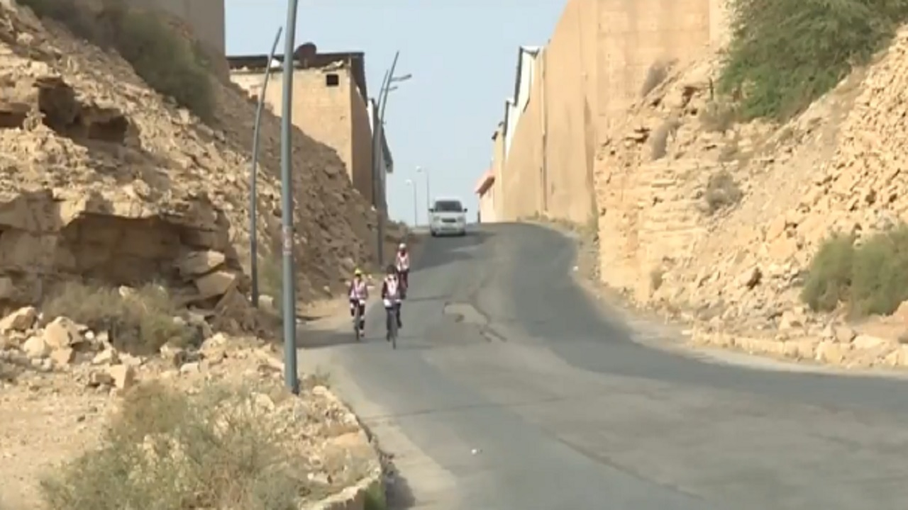 بالفيديو .. 8 جدات يمارسن الرياضة على مقاعد الدراجات الهوائية بالرياض