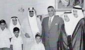 صورة نادرة للملك سعود وأبنائه في منزل الرئيس المصري جمال عبدالناصر