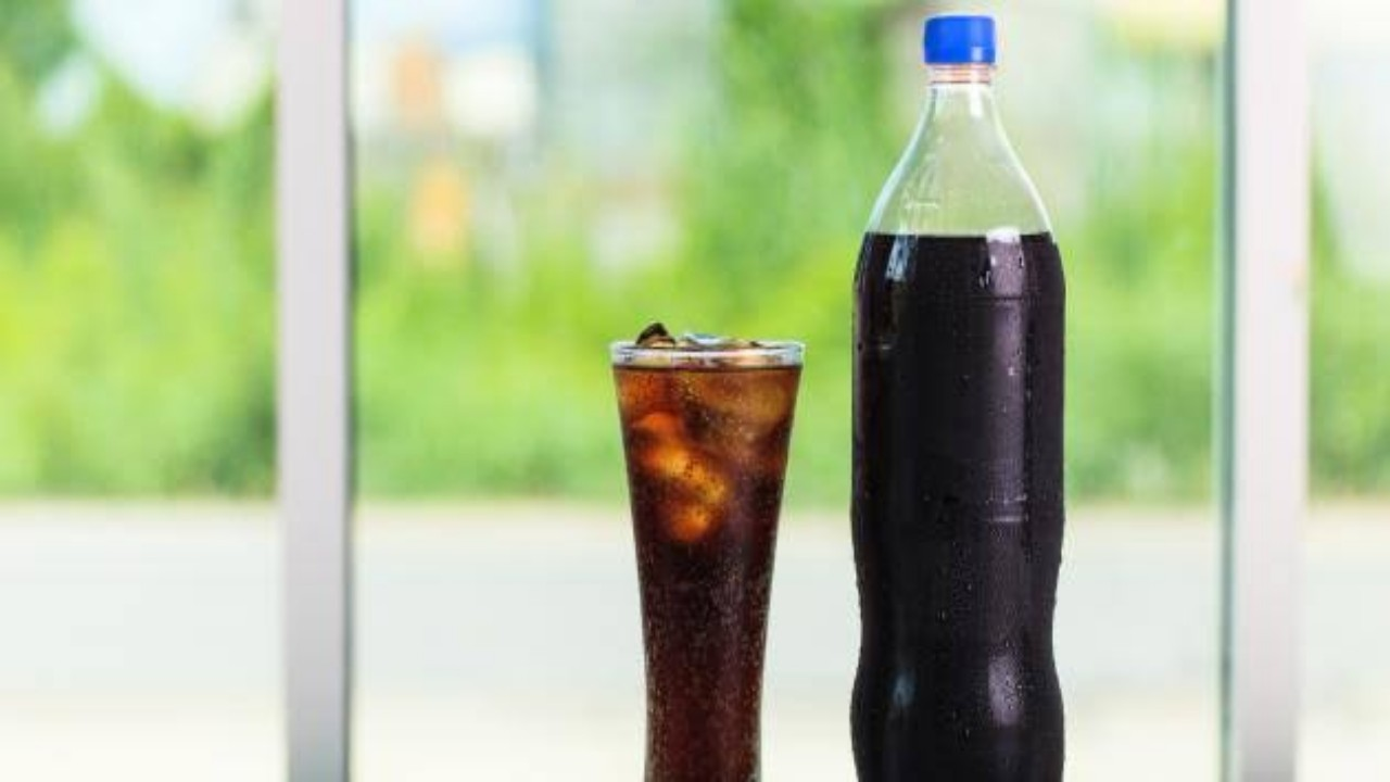 تناول المشروبات الغازية يزيد من خطر الإصابة بالعقم