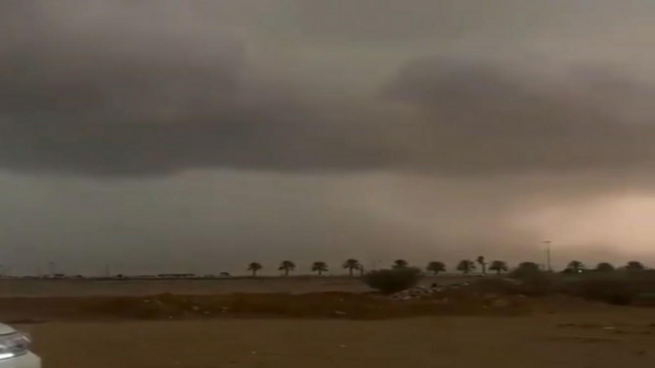 بالفيديو..مشهد لسحابة سوبرسل غرب الخرمة