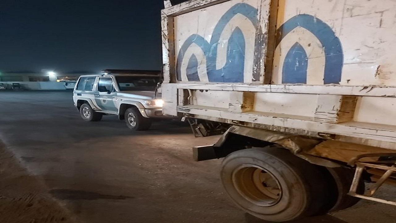 """""""المرور"""" يطيح بقائد مركبة تابعة لأمانة جدة بعد ارتكاب مخالفة مرورية"""