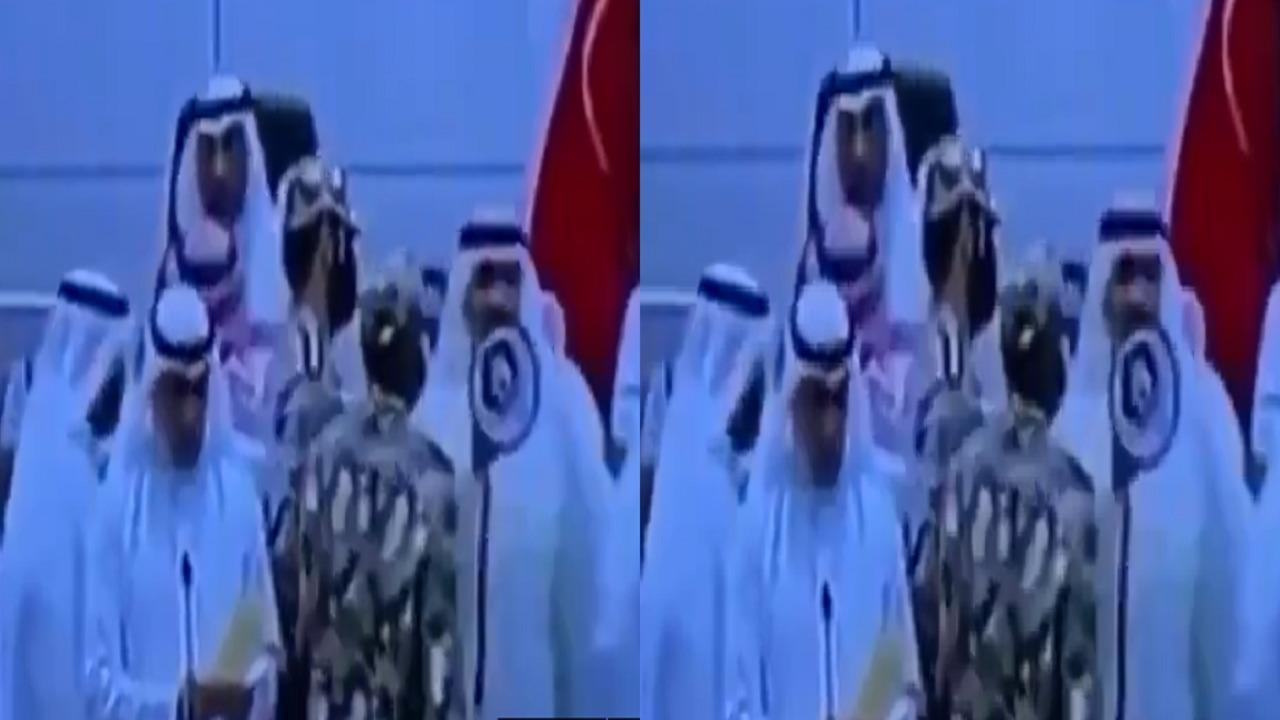 بالفيديو.. نائب في مجلس الأمة الكويتي يستعين بمكبر صوت للأعتراض على التصويت