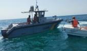 حرس الحدود ينقذ مواطنين تعرض قاربهما للعطل في عرض البحر بالقنفذة