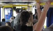 فتاة توثق لحظة تحرش شاب بها داخل حافلة نقل عام