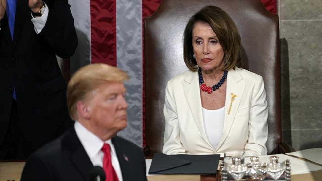 """بيلوسي: """"ترامب دمر خططي للتقاعد"""""""