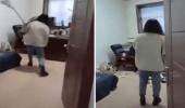 شاهد.. رد فعل عاملة تحرش بها رئيسها في العمل