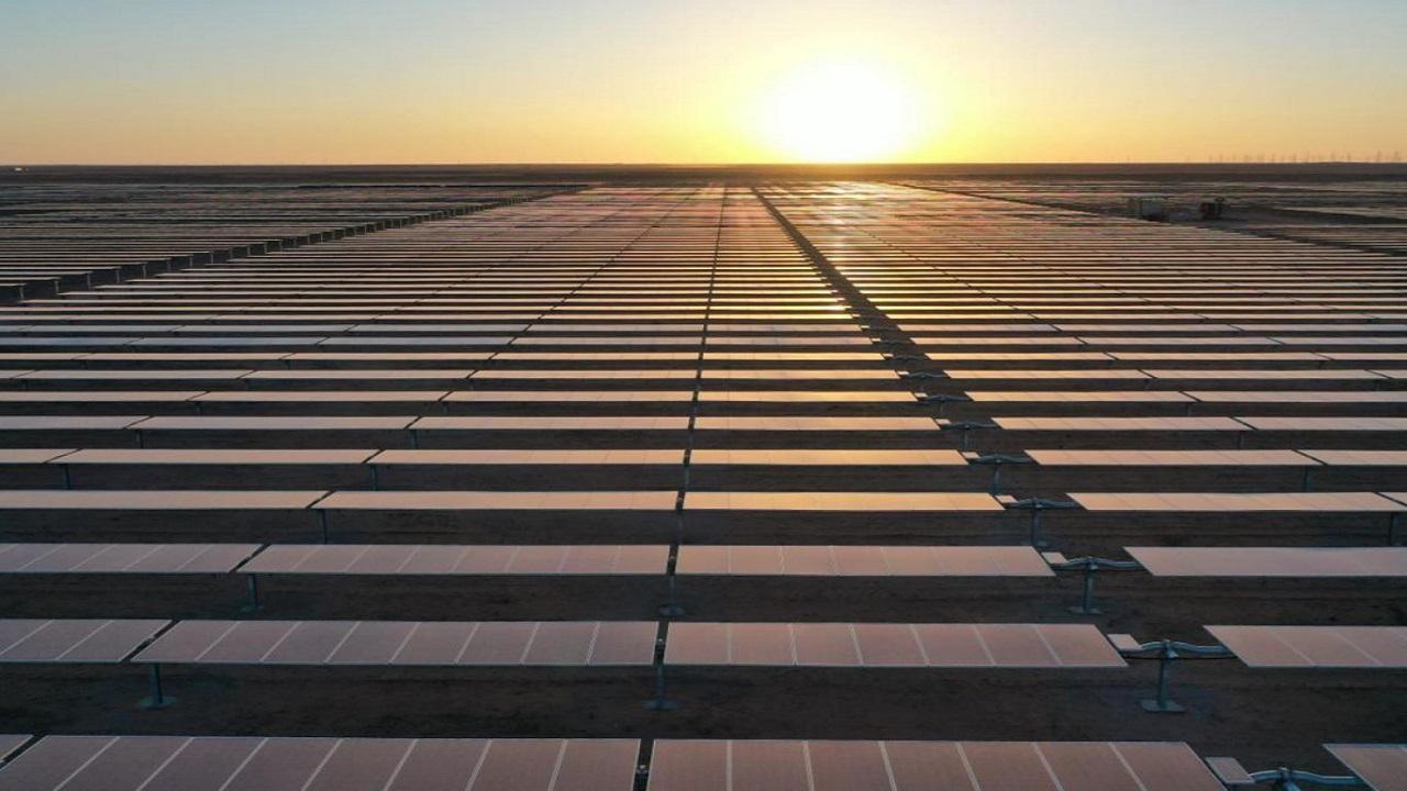 بالفيديو .. مشروعات طاقة شمسية مرتقبة ستخفض فواتير الكهرباء بالمملكة