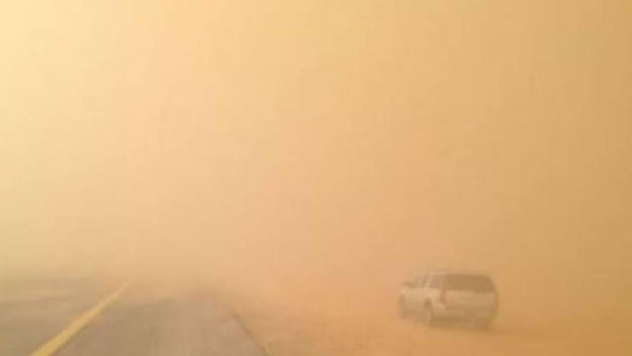 «أمن الطرق» يحذر من الأتربة والغبار في نجران