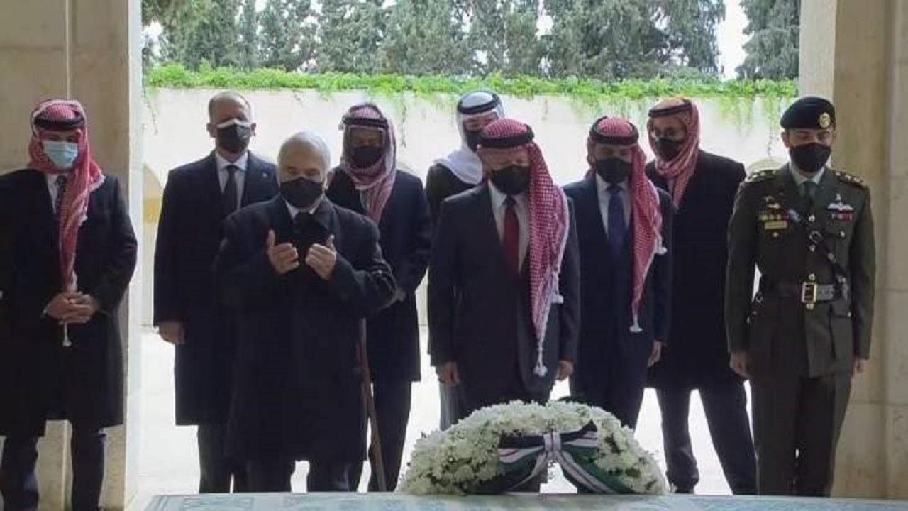 بالفيديو.. الأمير حمزة يظهر إلى جانب الملك عبد الله الثاني للمرة الأولى منذ الأزمة