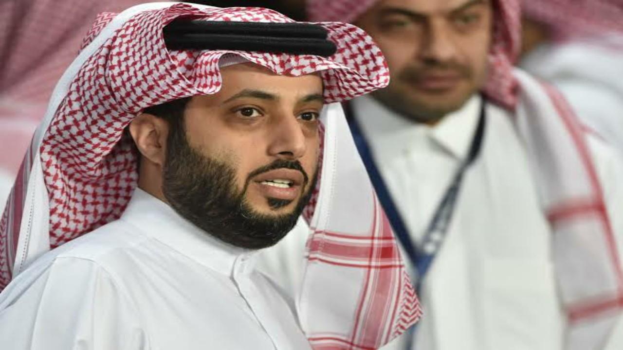 """""""آل الشيخ"""" يصدم المغردة """"أبيار"""" بعد تعليقاتها الكثيرة على تغريداته"""