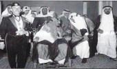 """صورة نادرة للملك عبدالعزيز بصحبة الملك """"سعود"""" قبل 68 عاما"""