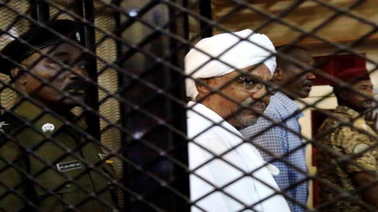 بالفيديو.. معلومات جديدة حول محاكمة عمر البشير