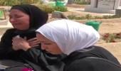 """بالفيديو.. انهيار وبكاء والدة ضحية """"مدينة صباح السالم"""" أمام قبر ابنتها"""