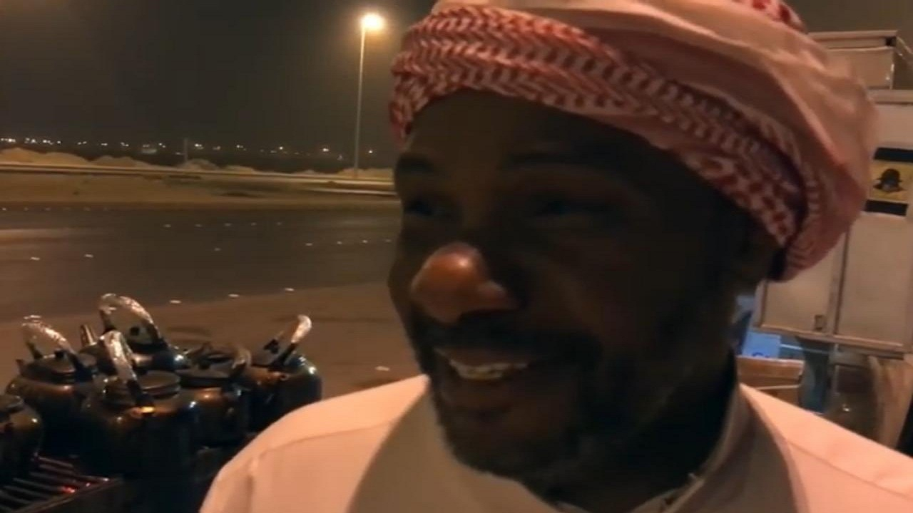 بالفيديو .. قصة بائع الشأي أبو وليد الذي آلم رحيله المجتمع