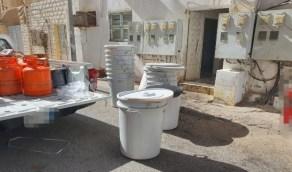 بالصور.. ضبط موقعًا لتصنيع العرق المسكر بمنزل شعبي في جدة
