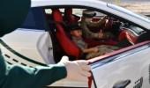 بالصور.. شرطة دبي تحقق حلم طفل وتصطحبه معها في جولاتها