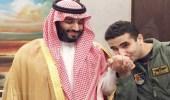 """""""آل الشيخ"""" ينشر صورة للأمير خالد بن سلمان وهو يقبل يد ولي العهد ويعلق : """"لتذكير الجاهل"""""""