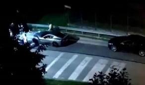 رونالدو يثير الجدل بنقل سيارته الفاخرة على شاحنة في منتصف الليل