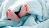 أب يقتل ابنته الرضيعة بسببتبولها اللاإرادي على نفسها