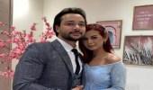 منة عرفة تخطف الأنظار في أول ظهور لها مع خطيبها