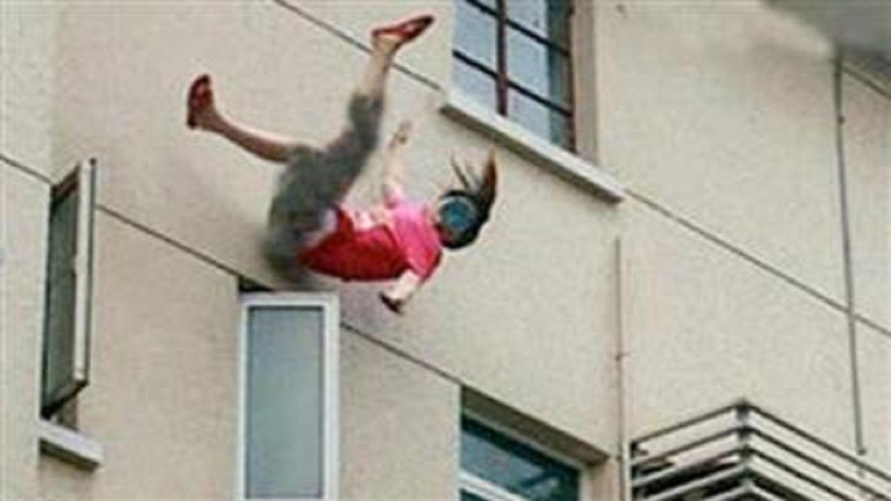 سقوط فتاة من الطابق الثالث إثر مشاجرة مع والدها