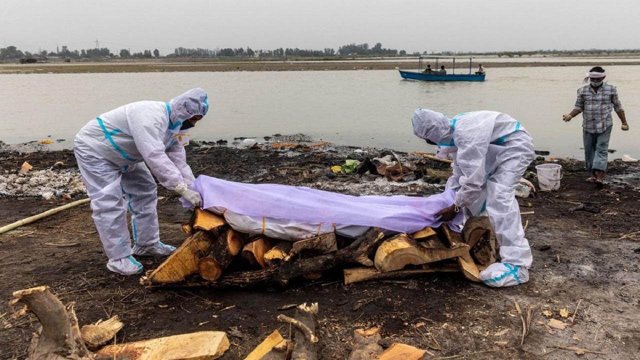 إلقاء جثث ضحايا كورونا بالهند في الأنهار!