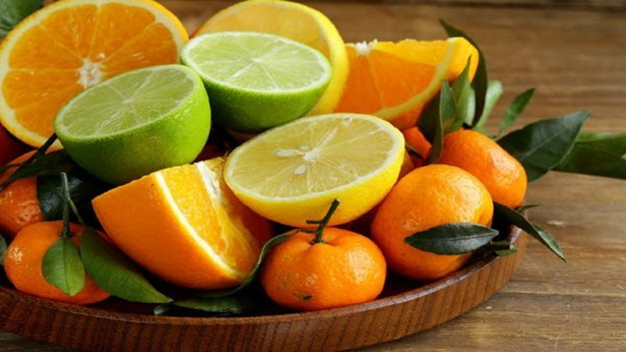 الحمضيات تساعد على التخلص من رائحة الفم الكريهة