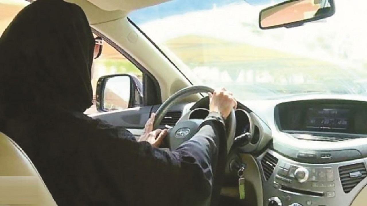 مواطن يهدي زوجته سيارة فارهة بمناسبة العيد وذكرى البيعة