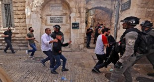 بالفيديو والصور.. لحظة اقتحام قوات الاحتلال للمسجد الأقصى والاعتداء على الفلسطينيين