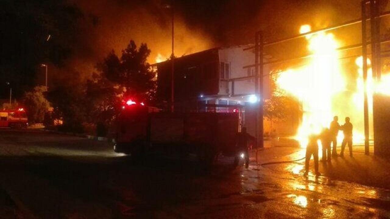 حريق ضخم بمصنع في قم الإيرانية