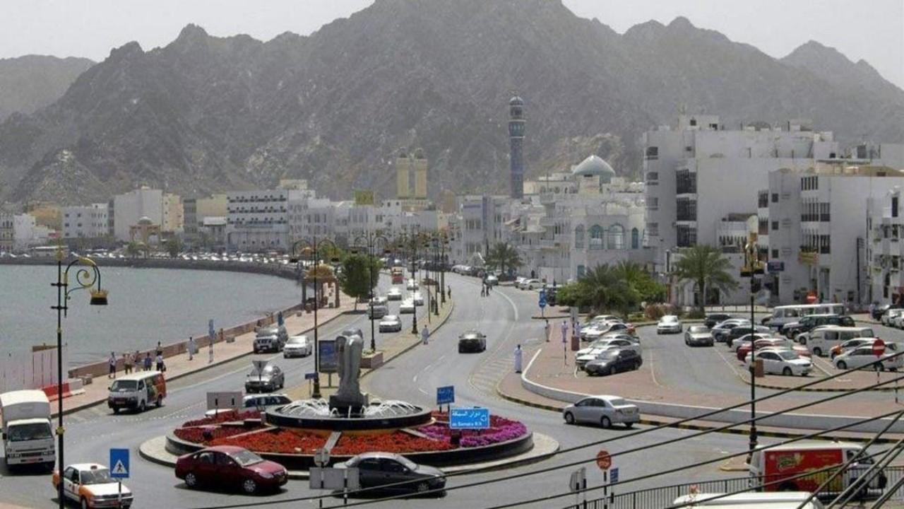 سلطنة عمان تمدد تعليق دخول القادمين إليها من 14 دولة حتى إشعار آخر