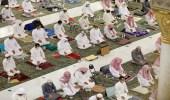 بالصور.. أداء صلاة التهجد في أول ليالي العشر الأواخر بالمسجد الحرام والنبوي