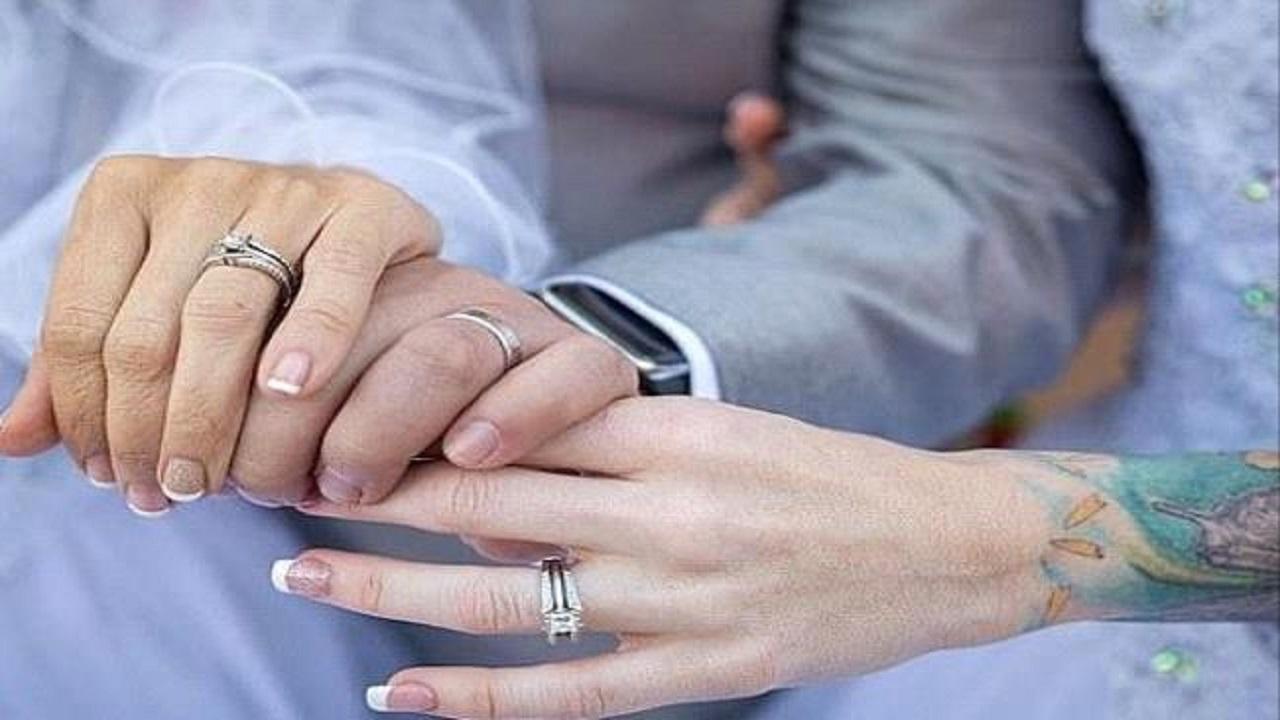 عروس تشترط على عريسها أن يتزوجها مع صديقتها
