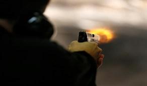 طبيب ينهي حياة زوجته بـ 3 رصاصات