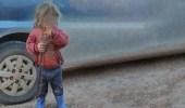 رجل يعذب طفلته حتى الموت بعد هروب أمها