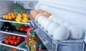 استشاري يحذر من تخزين البيض في باب الثلاجة: يتسبب في مرض خطير