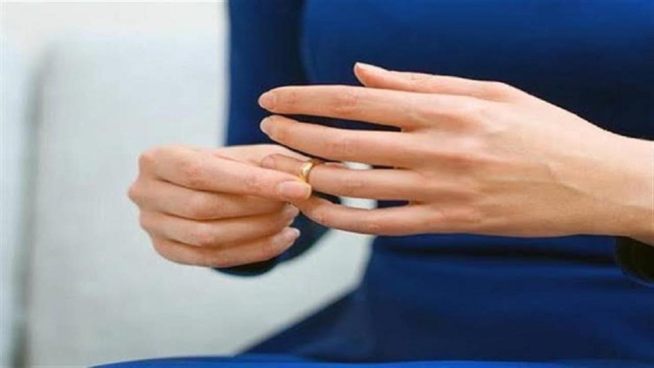رجل يفاجىء زوجته بزواجه من امرأة ثانية هدية لرمضان