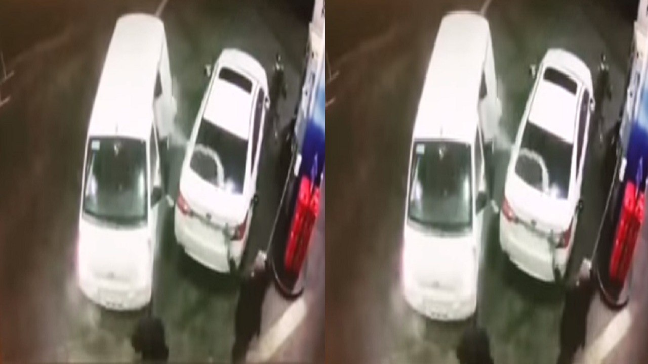 """بالفيديو.. رجل يمنع 3 لصوص من سرقة سيارته بـ """"مسدس الوقود"""""""