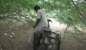 يمني يبتكر دراجة نارية بعد بتر قدمه إثر لغم حوثي